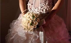 Particolare di abito da sposa.
