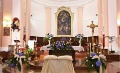 Addobbo della chiesa.