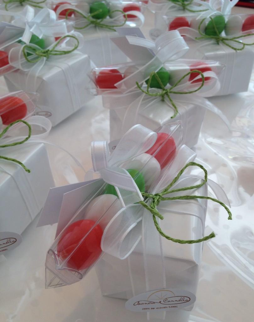 Particolare bomboniera con confetti tricolore! Realizzate per un compleanno.