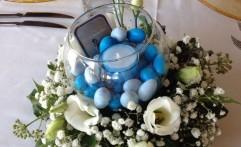 Centrotavola con confetti, candela e fiori!
