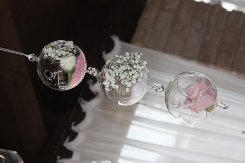 Luminose sfere in vetro pendenti, decorate a tema! Meravigliose.