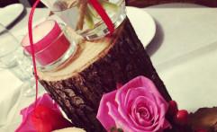 Centrotavola con tronchi e fiori rossi e fucsia!