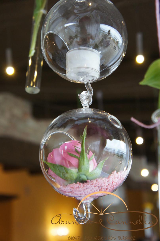 Dettagli delle sfere in vetro pendenti.