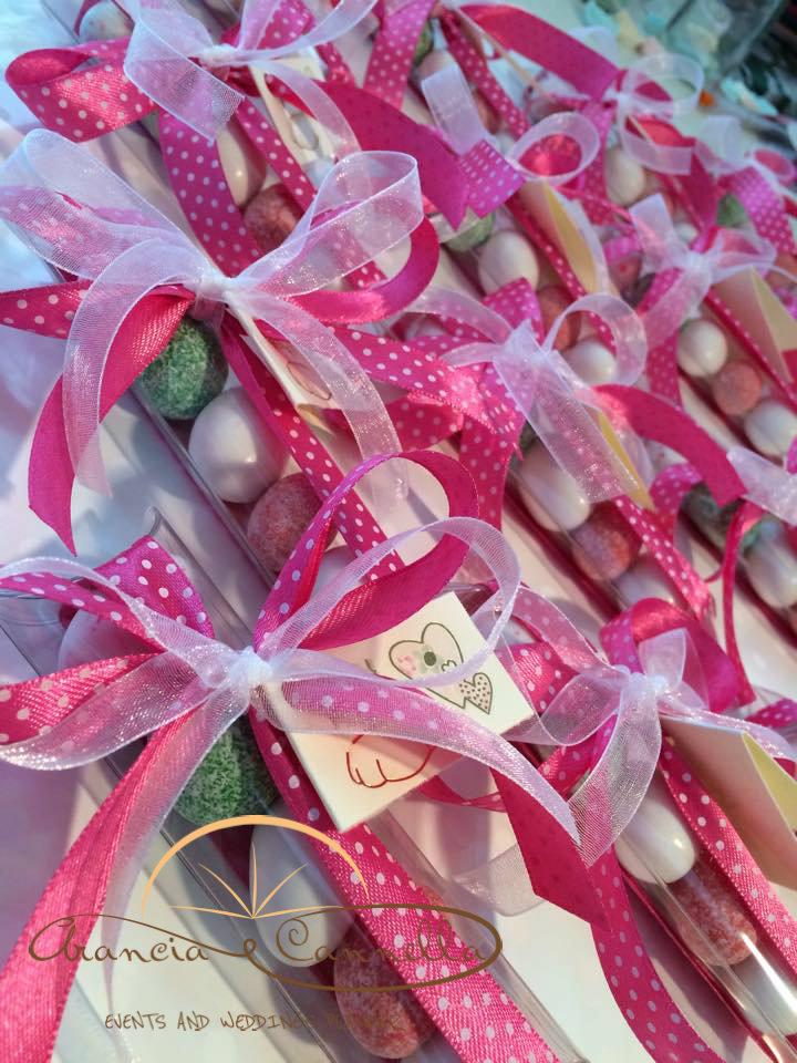 Segnaposto speciali con confetti unici e colorati.