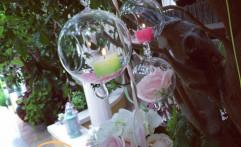 Deliziose sfere in vetro pendenti.