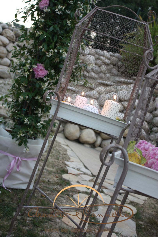 Dettagli candele e fiori.