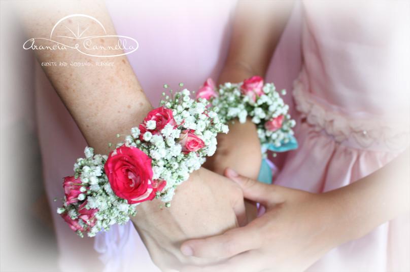 Bracciali di nebbiolina e rose.