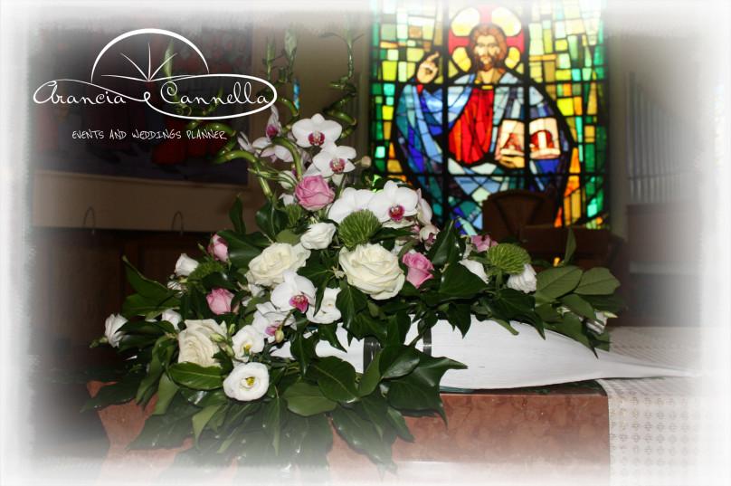 Dettaglio dell'addobbo in chiesa.