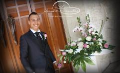 Lo sposo e la deliziosa composizione floreale.